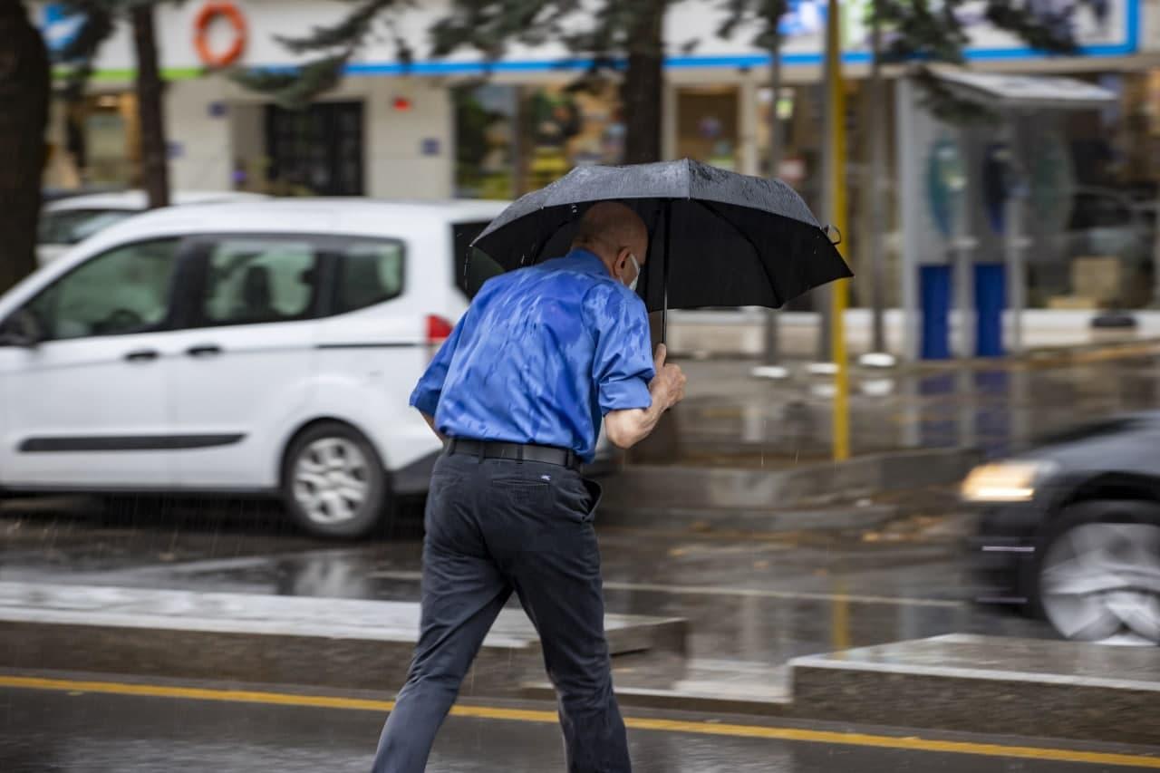 Hafta sonu şiddetli yağmurla başladı! Meteoroloji'den vatandaşlara sel, su baskını ve dolu uyarısı! İşte 3 Temmuz Cumartesi hava durumu