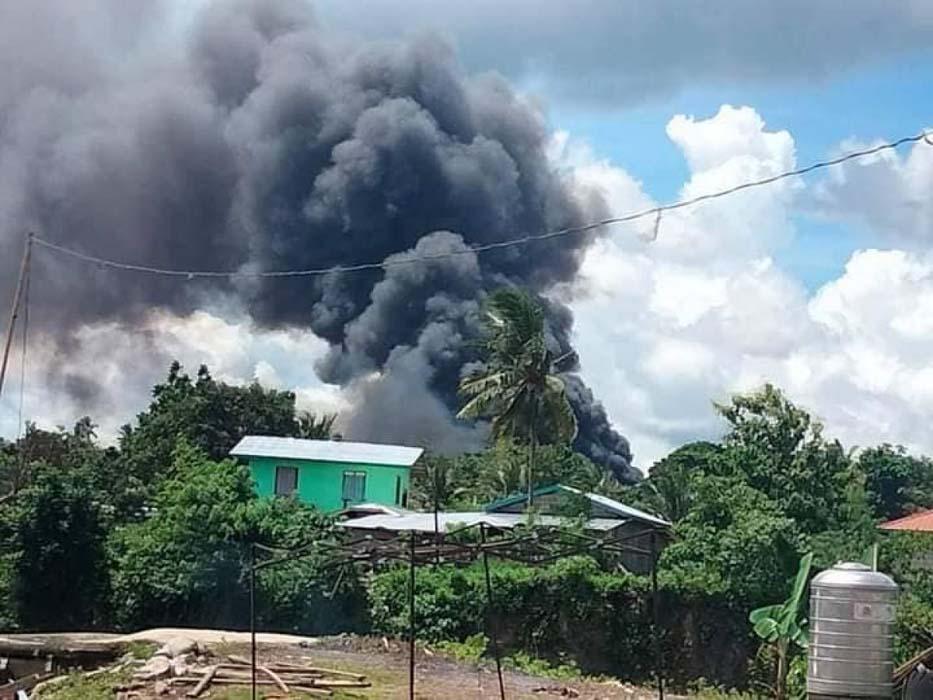 85 kişiyi taşıyan askeri uçak düştü: Alev alev yandı! Onlarla yaralı var...