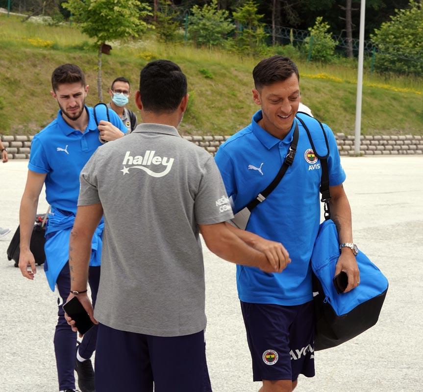 Fenerbahçe'de fotoğraf detayı   Volkan Demirel yer almadı