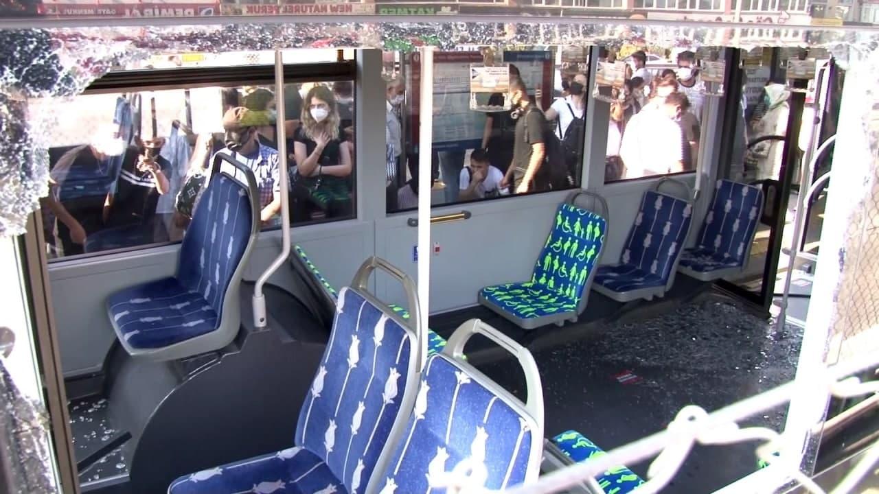 SON DAKİKA! Küçükçekmece'de metrobüs kazası! İki metrobüs çarpıştı, yaralılar var!