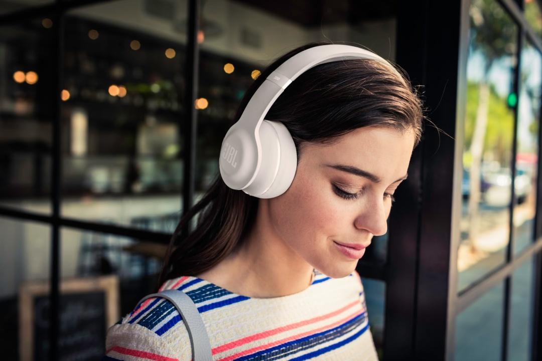 Baş dönmesi, çınlama, işitme kaybı... Kulaklıkla müzik keyfinde büyük risk! En büyük alışkanlığınınız, sağlığınızdan edebilir!