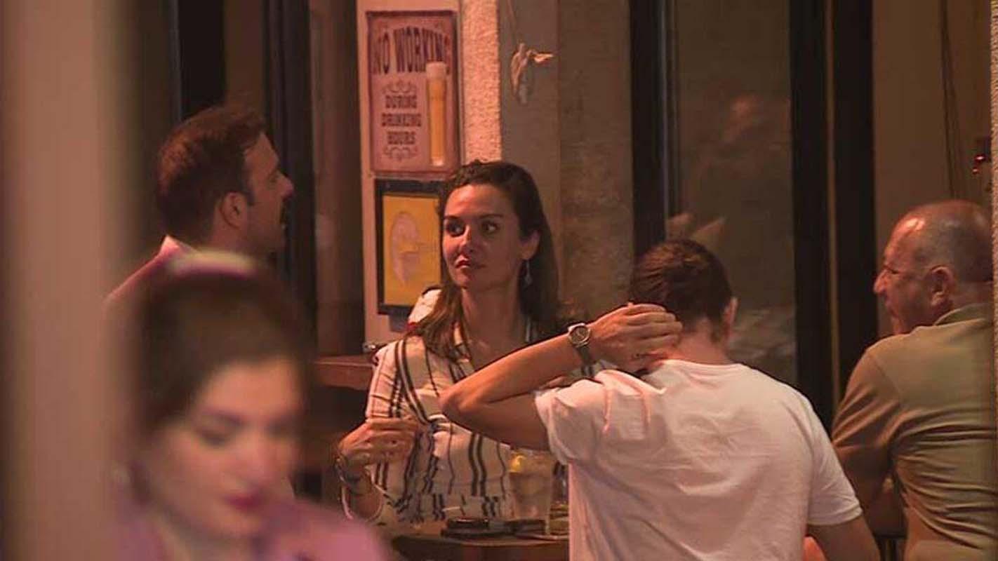 Taze aşıklar Asmalımescit'te! Birce Akalay yeni sevgilisi Erdem Hamza ile ilk kez görüntülendi!