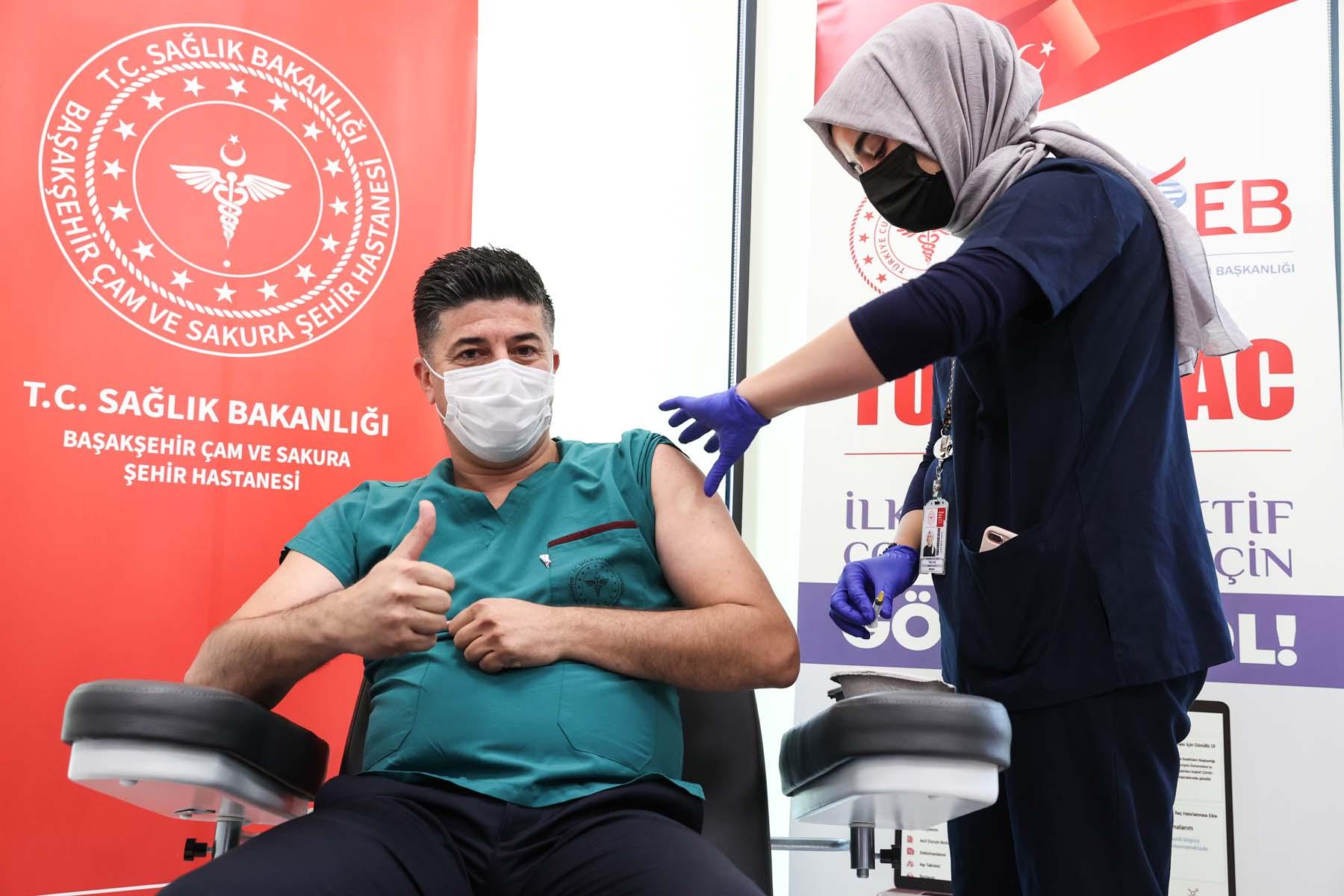 Yerli aşı TURKOVAC'tan güzel haber! Gönüllülere uygulanmaya başlandı