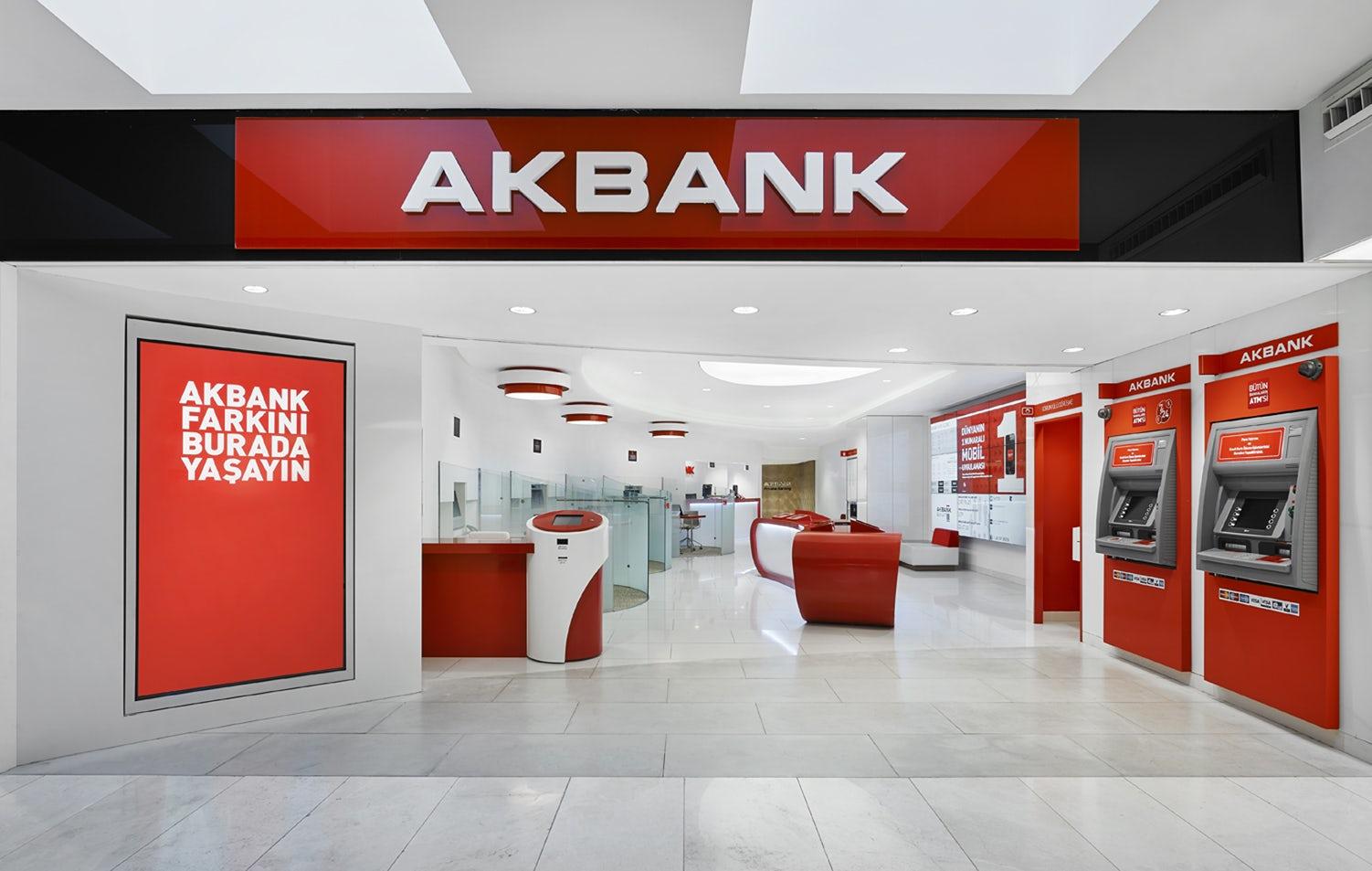 SON DAKİKA! Akbank yetkilileri açıkladı: Şubelerin çalışma saatleri uzatıldı! Hafta sonuna kadar 19.00'a dek hizmet verecek!