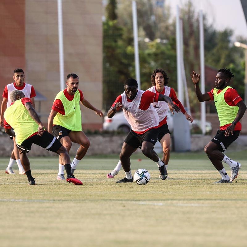 Kayserispor'da yeni sezon hazırlıkları devam ediyor