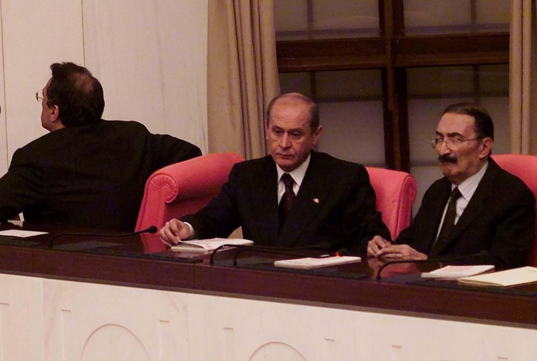 Zülfü Livaneli'nin Bülent Ecevit açıklamalarına MHP lideri Bahçeli'den sert yanıt: Mesnetsiz iddialarını reddettiğimi paylaşmak isterim