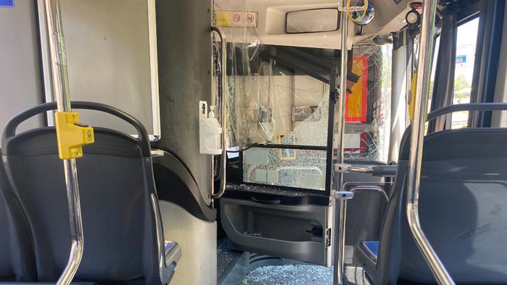 Pendikteki zincirleme kazada faciadan dönüldü! 2 TIR ve İETT otobüsü birbirine girdi
