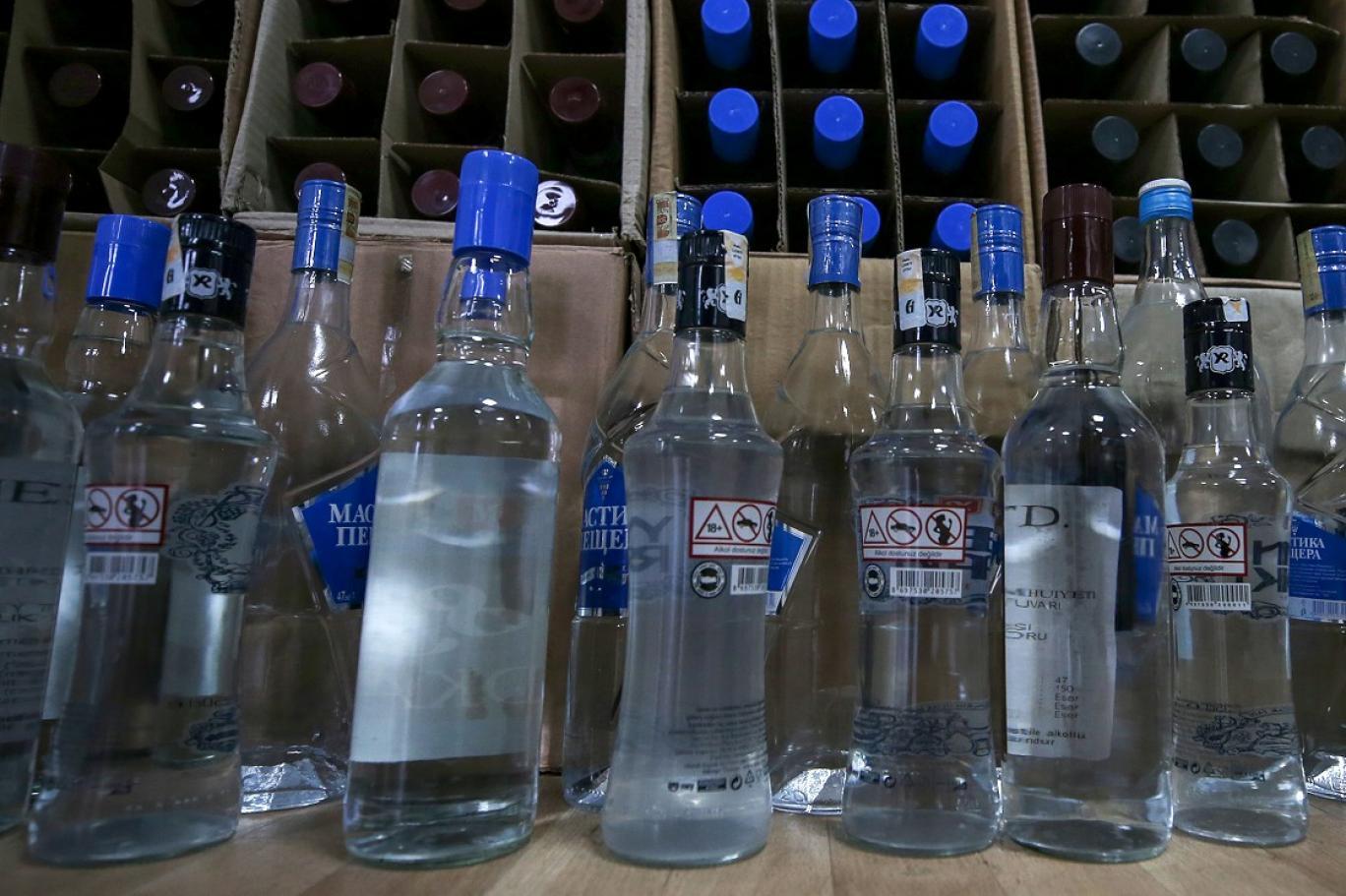 Sahtekarlık değil cinayet! İnsanlar ölüyor, onlar akıllanmıyor   10 bin litre sahte içki ele geçirildi