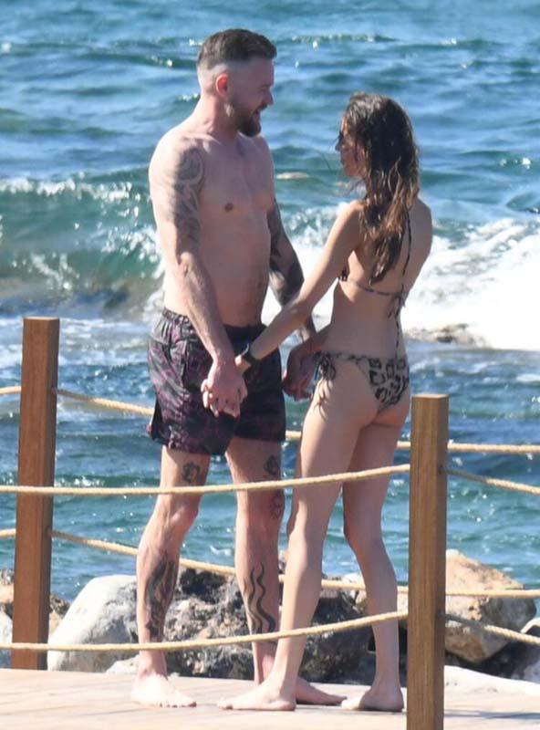 Dilan Çiçek Deniz İzlandalı sevgilisi Thor Saevarsson ile ilk kez görüntülendi! Dudak dudağa yakalanan çift aşklarını belgeledi!