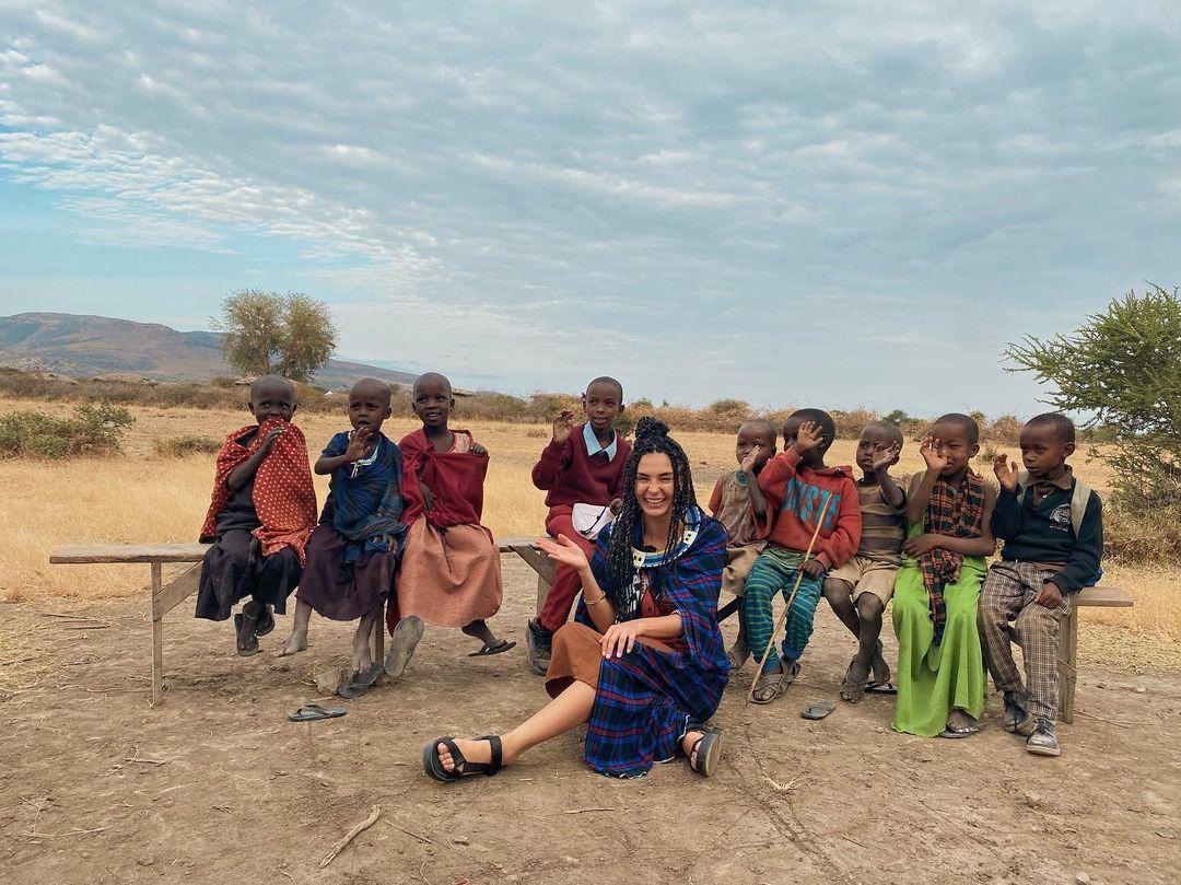 Ebru Şahin ve Cedi Osman'ın Afrika tatili tam gaz sürüyor! Masai Kabilesini ziyaret ettiler! İşte o görüntüler...