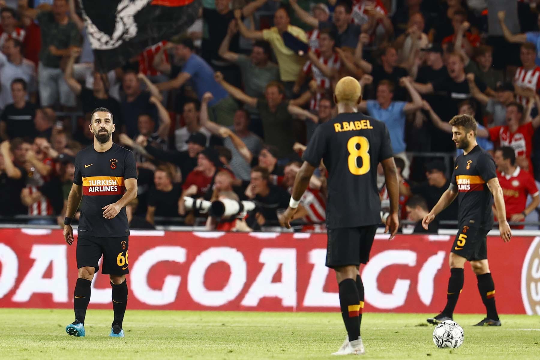 Şampiyonlar Ligi: Temsilcimiz Galatasaray, PSV'ye farklı yenildi: 5-1