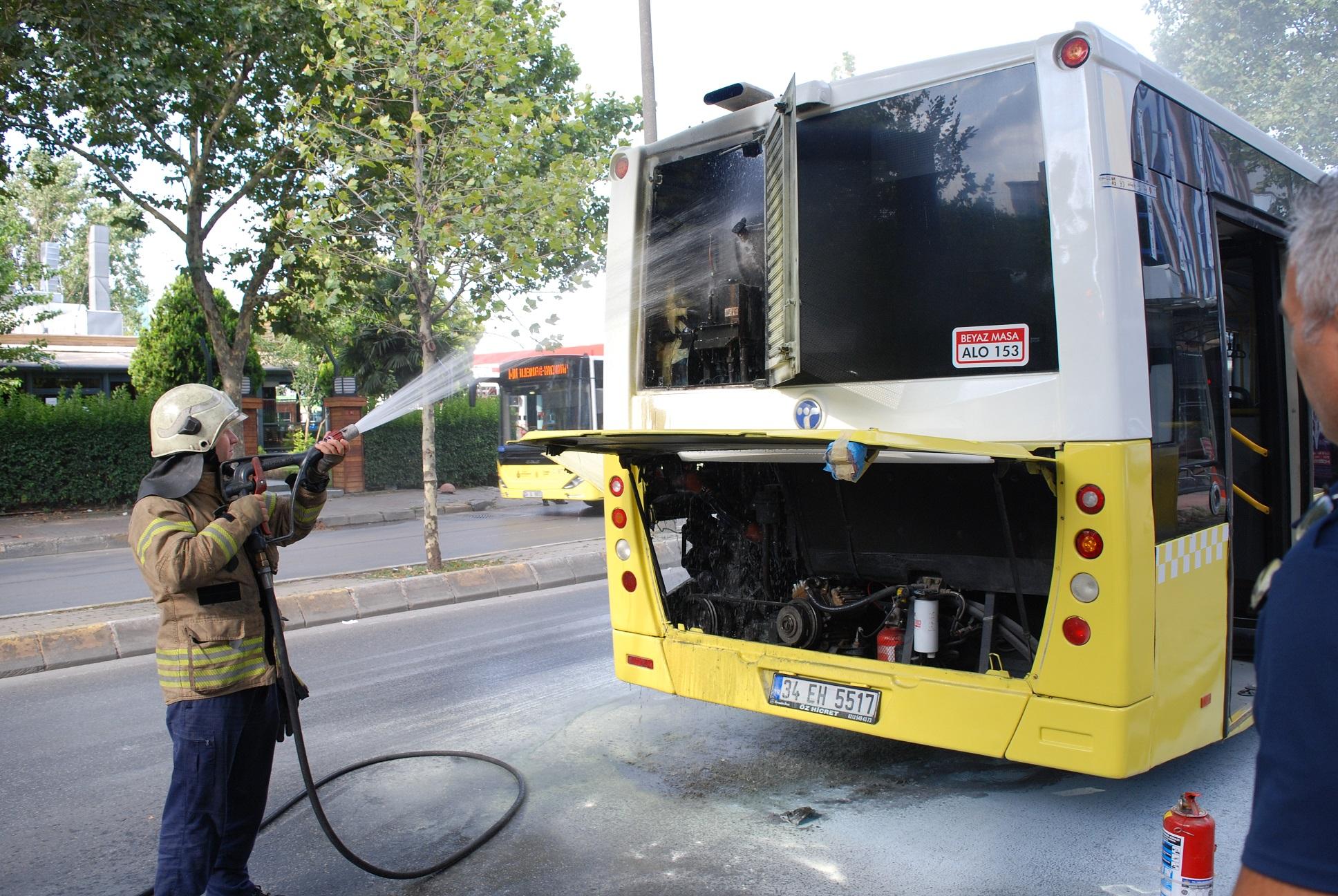Belediye otobüsünde yangın paniği! Yolcular neye uğradığını şaşırdı