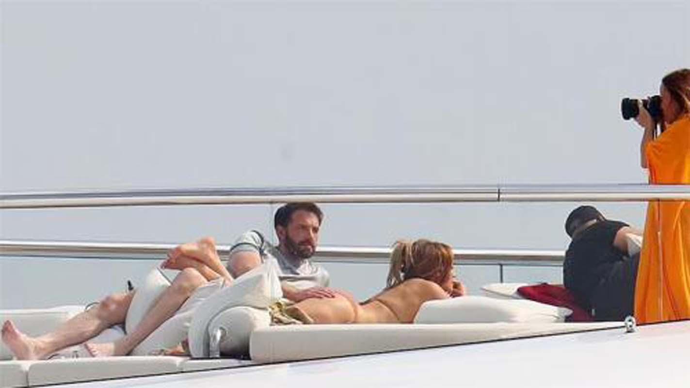 Ateş bacayı sardı! Jennifer Lopez ve Ben Affleck'in romantik kaçamağı! Mega yatlarında aşk tazelediler