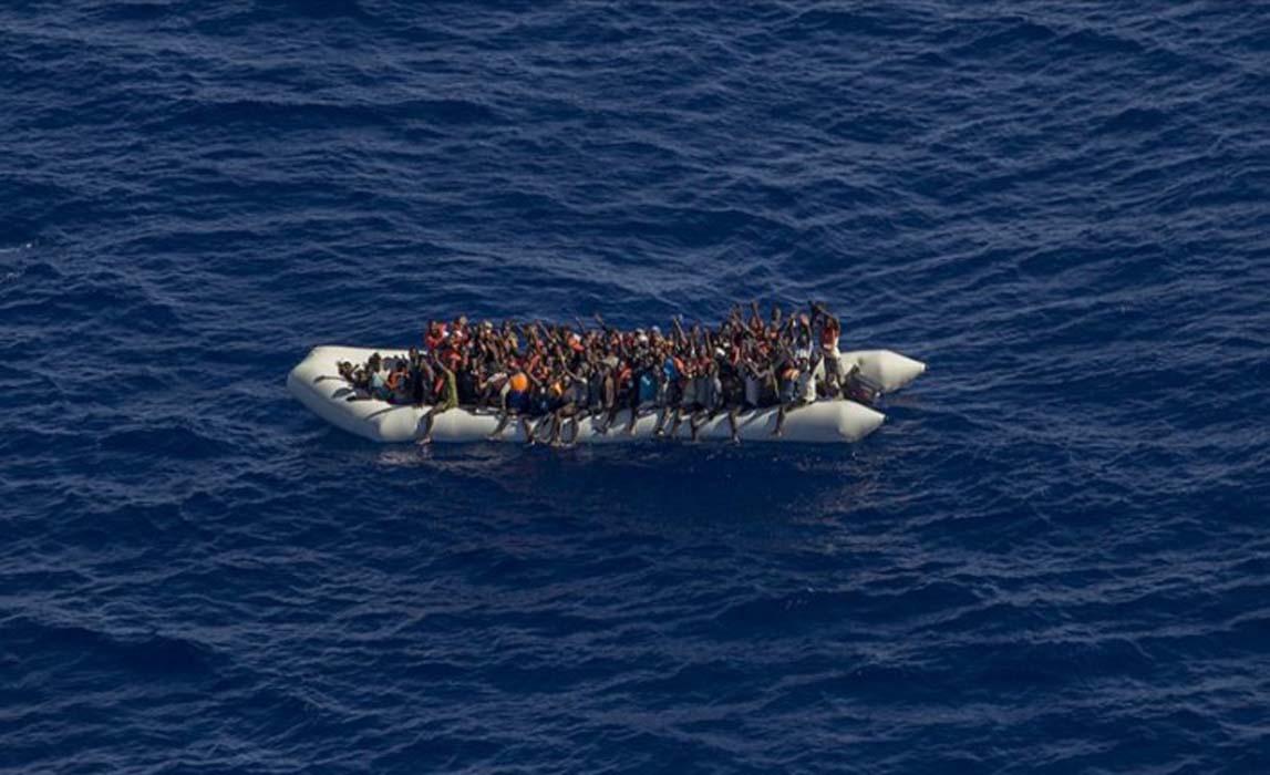 Yunanistan'dan bir acımasızlık örneği daha! İzmir'de 388 sığınmacı Türk Sahil Güvenliği tarafından kurtarıldı