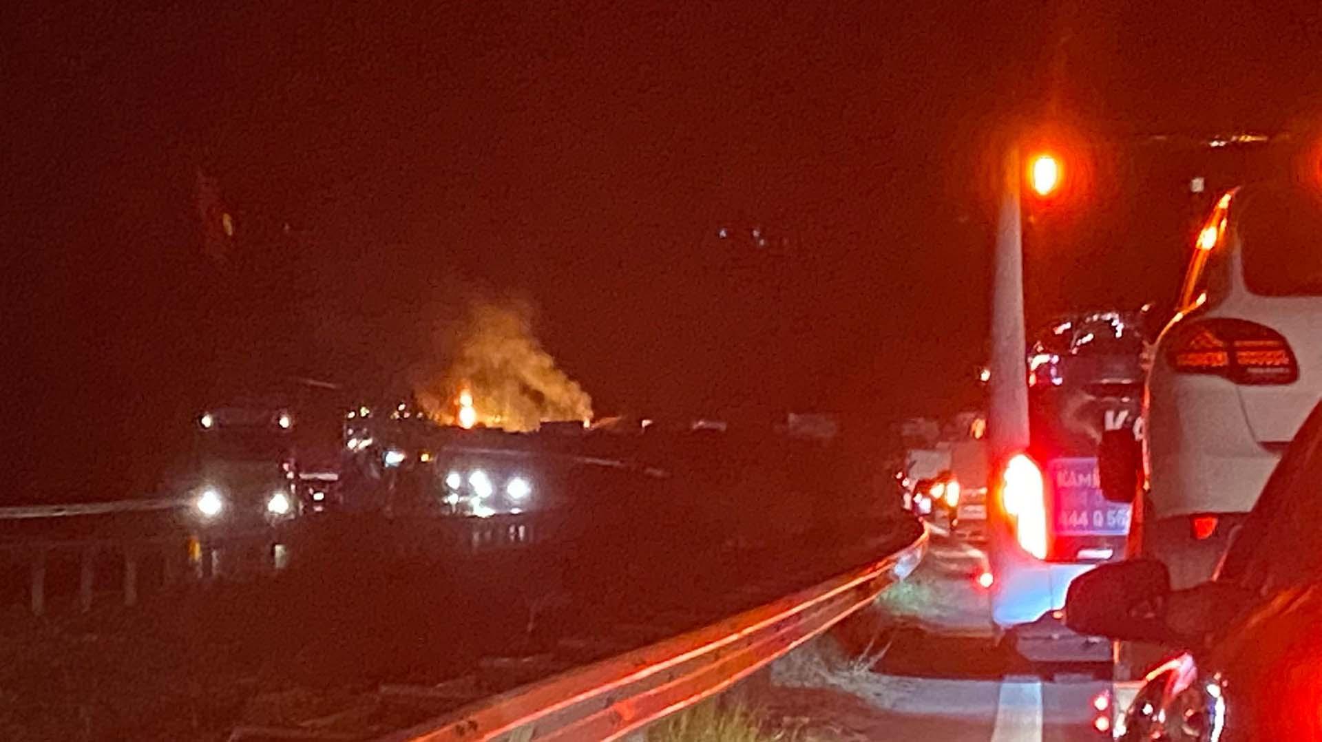 Devrilen TIR alev aldı! Sürücü Şaban Kılıç yanarak hayatını kaybetti