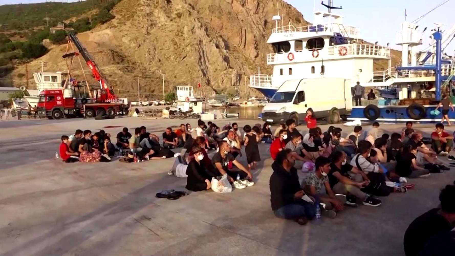 Türkiye, İtalya'ya giden 200 Afgan göçmeni yakaladı