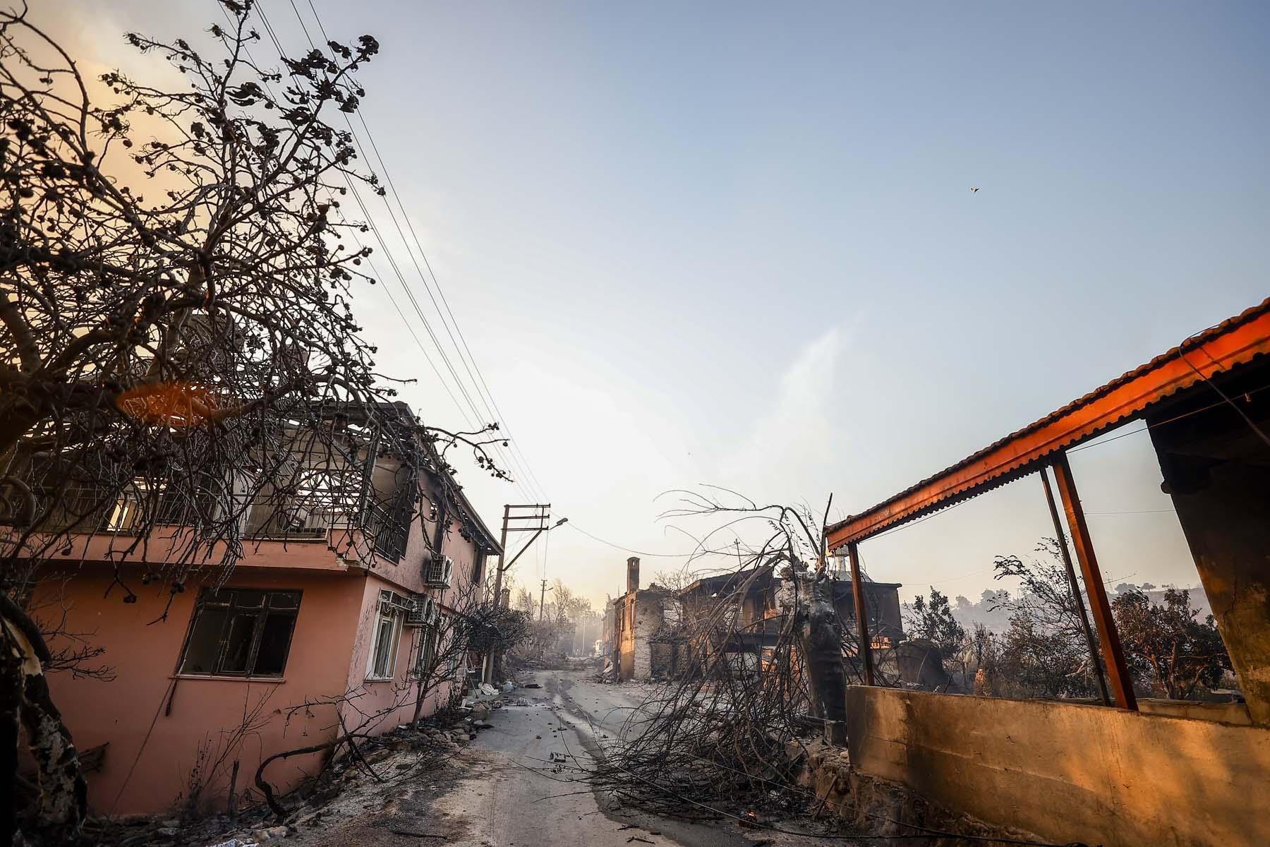 Son dakika   Bakan Pakdemirli ve AFAD acı haberi açıkladı! Manavgat'taki yangında can kaybı 3'e yükseldi