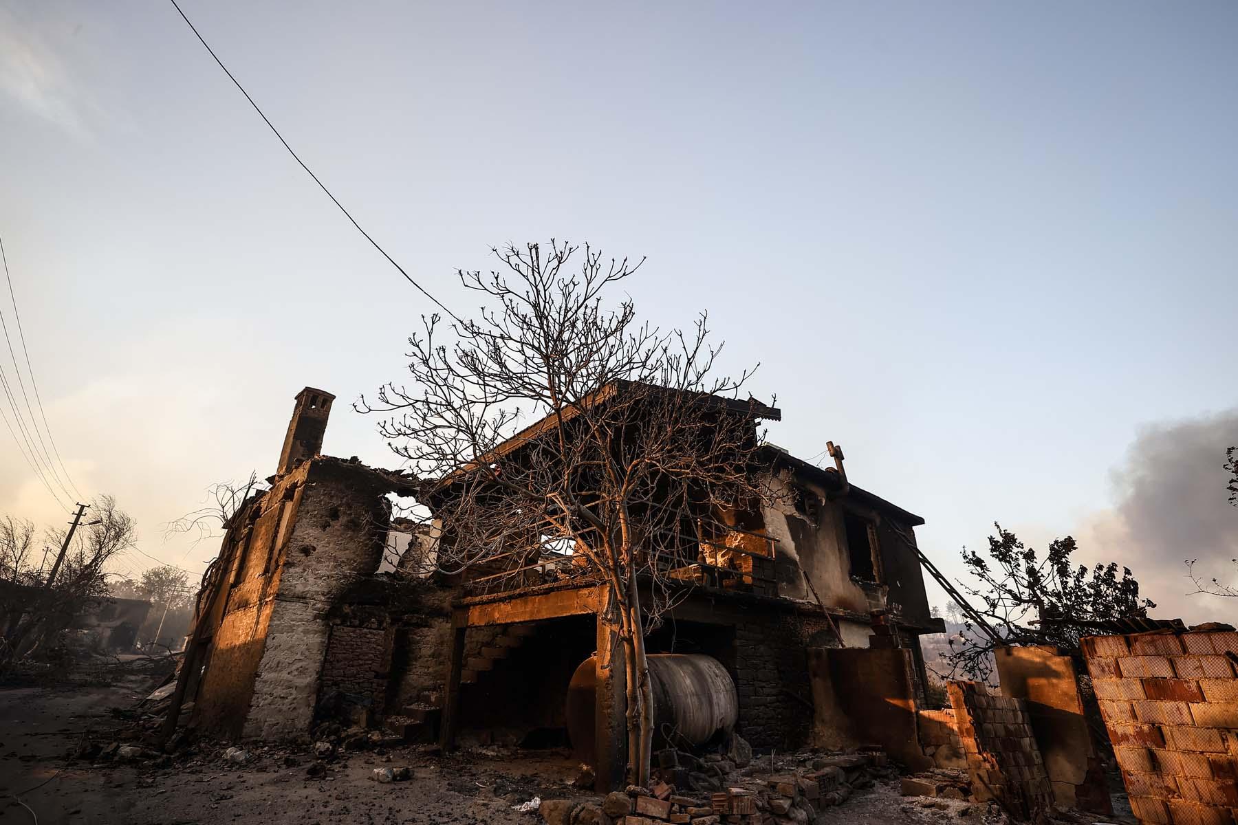 Antalya Manavgat yangını söndürüldü mü? Kontrol altına alındı mı, son dakika? Son durum ne ?