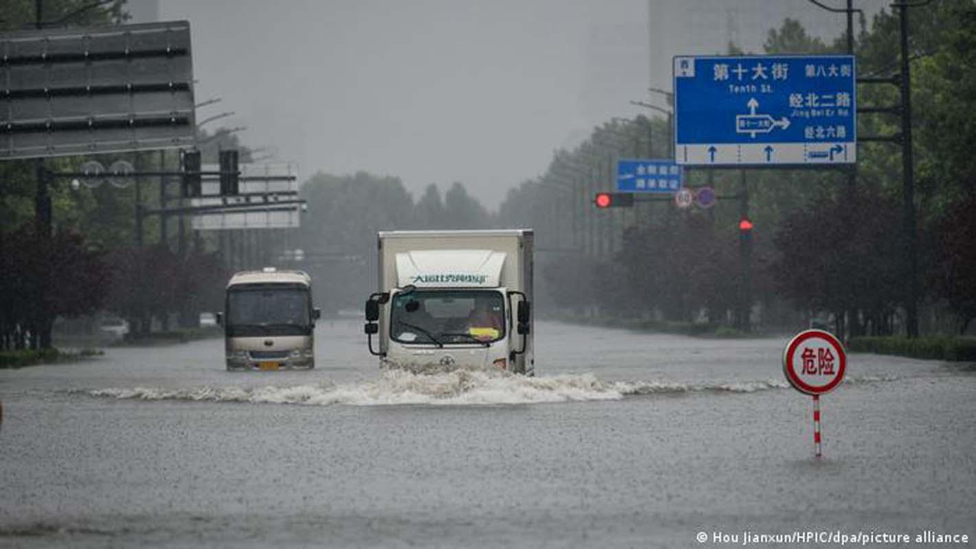 Çin'de meydana gelen sel felaketinde ölü sayısı 99'a yükseldi!