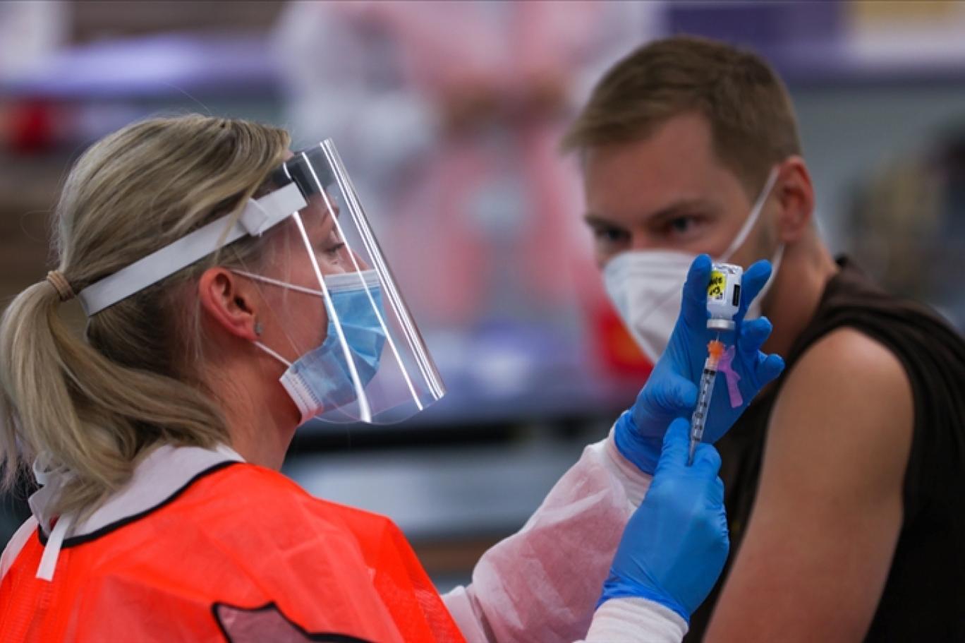 New York'ta çalışanlara aşı ve test zorunlu hale getirildi