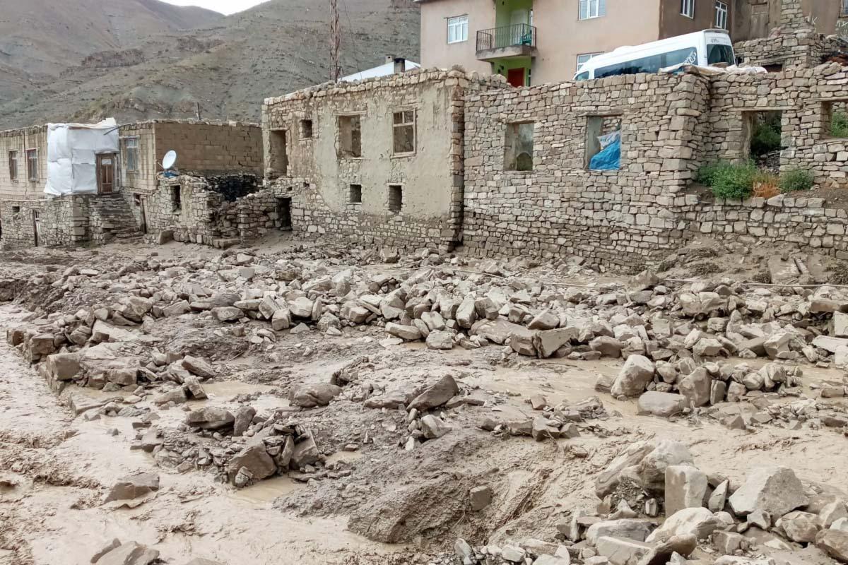 Van, Başkale'de sel meydana geldi | Genç kadın boğulmaktan son anda kurtuldu