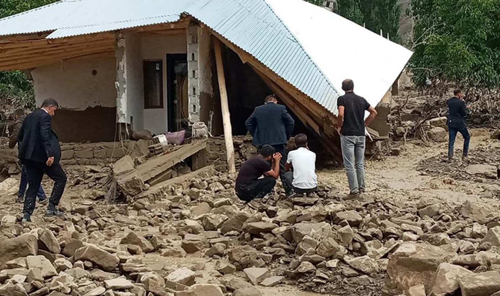 SON DAKİKA! Bakan Kurum açıkladı: İlk belirlemelere göre 3 acil yıkılacak,5 ağır hasarlı ve 8 yıkık bağımsız bölüm tespit edildi