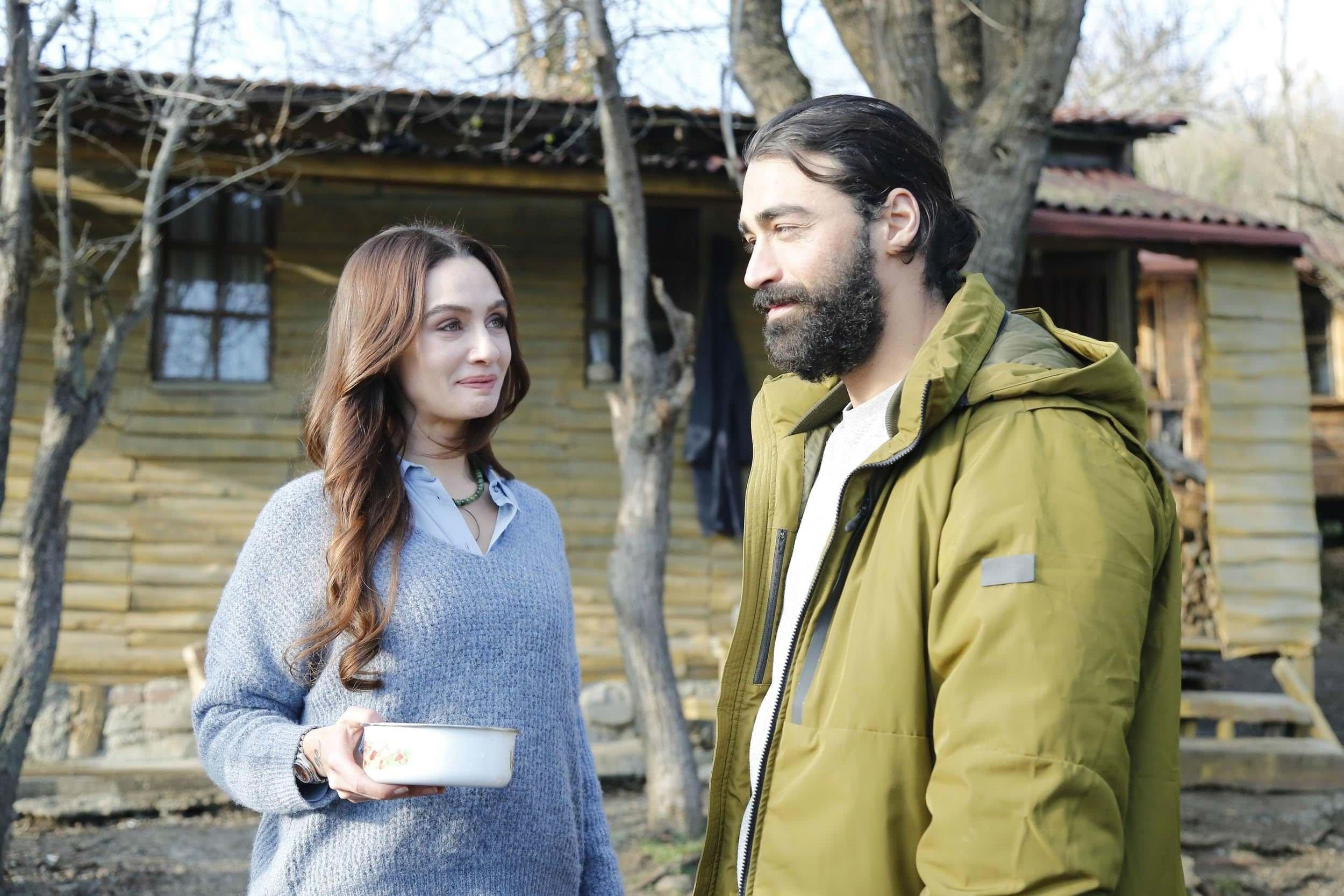 Eski eşler aynı dizide! Son Yaz'a Birce Akalay'dan sonra Sarp Levendoğlu da dahil oldu!