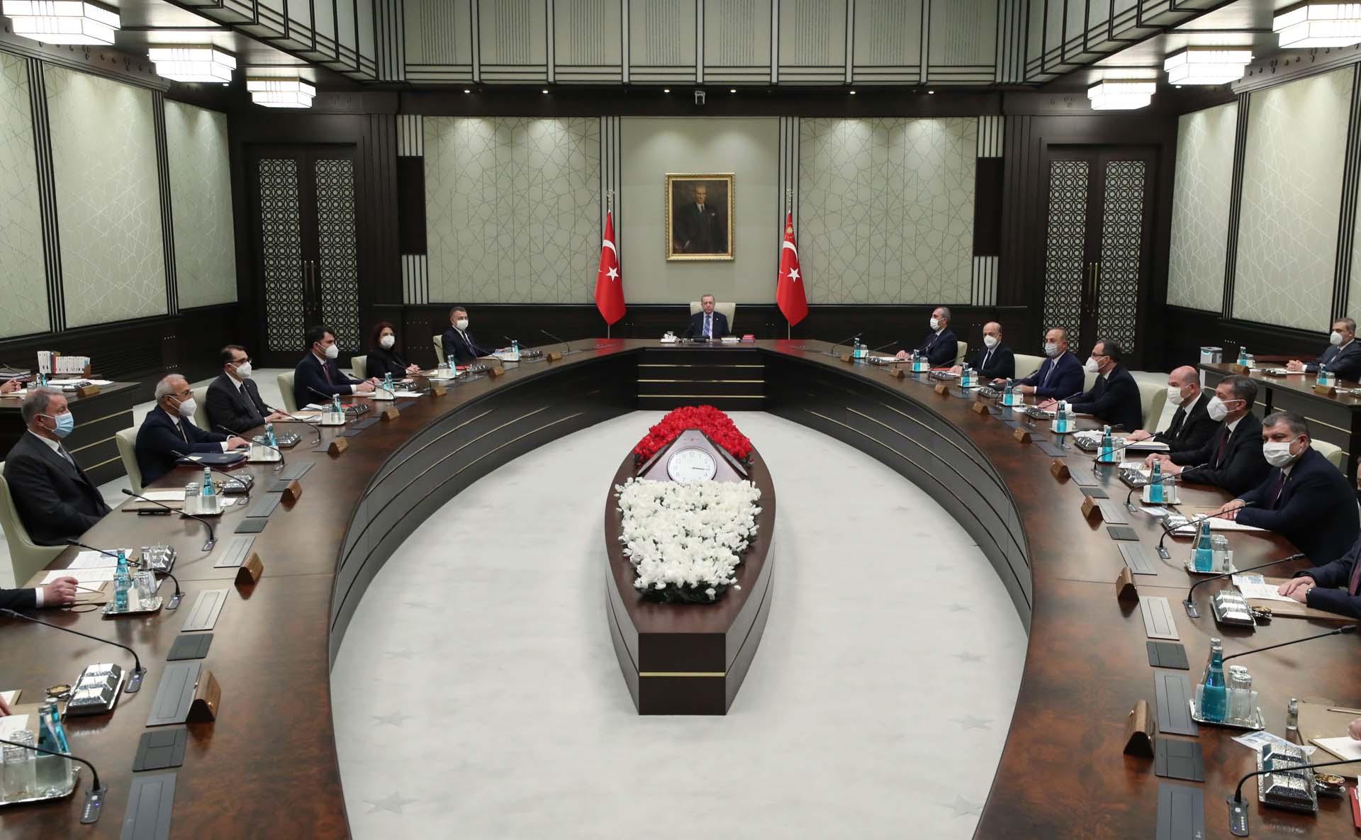 Başkanlık sistemine ayar geliyor! Meclis bakanları görevden alabilecek