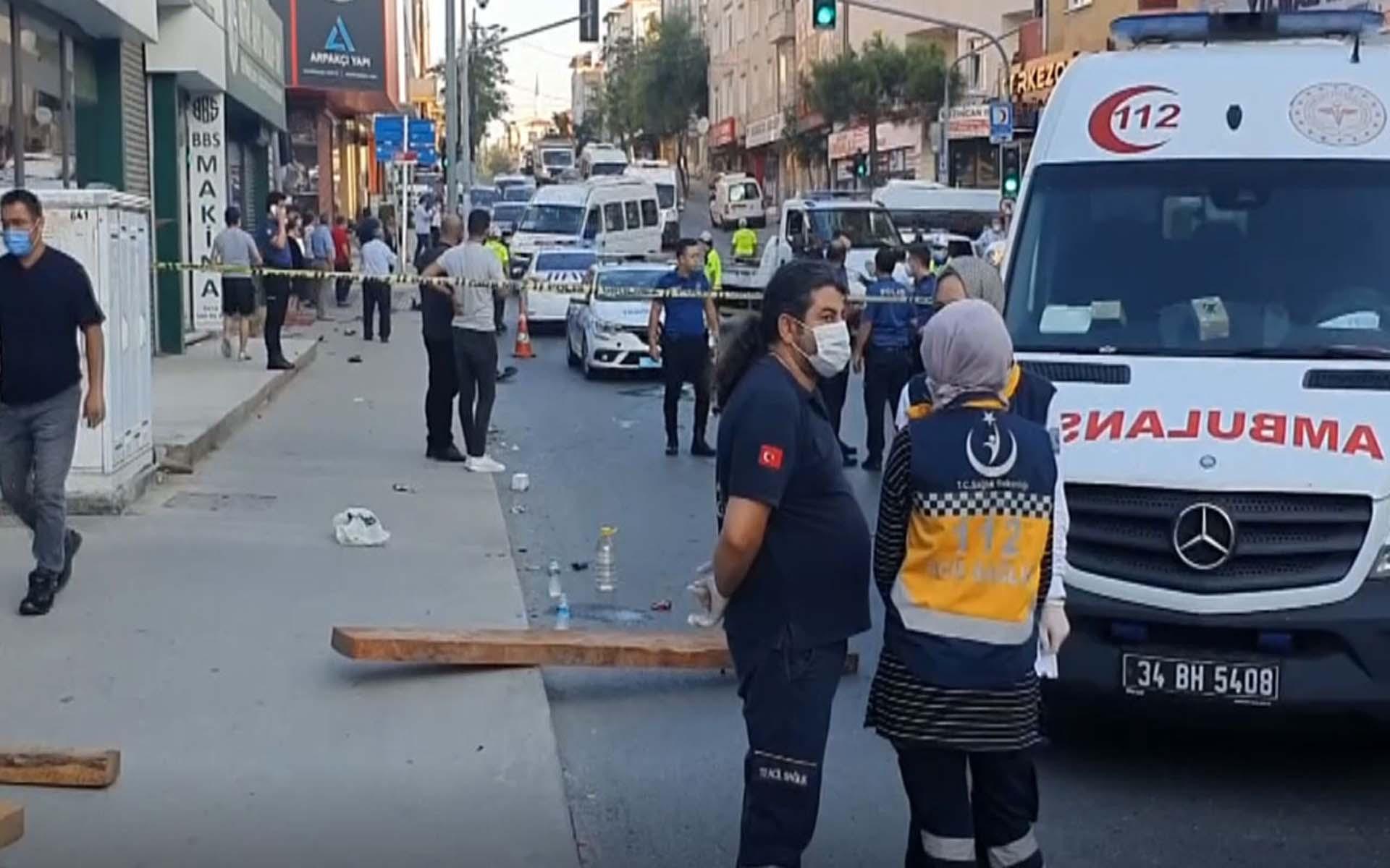İstanbul Ümraniye'de servis aracı ve minibüs çarpıştı : Eyüp Sönmez öldü, 6 kişi yaralandı