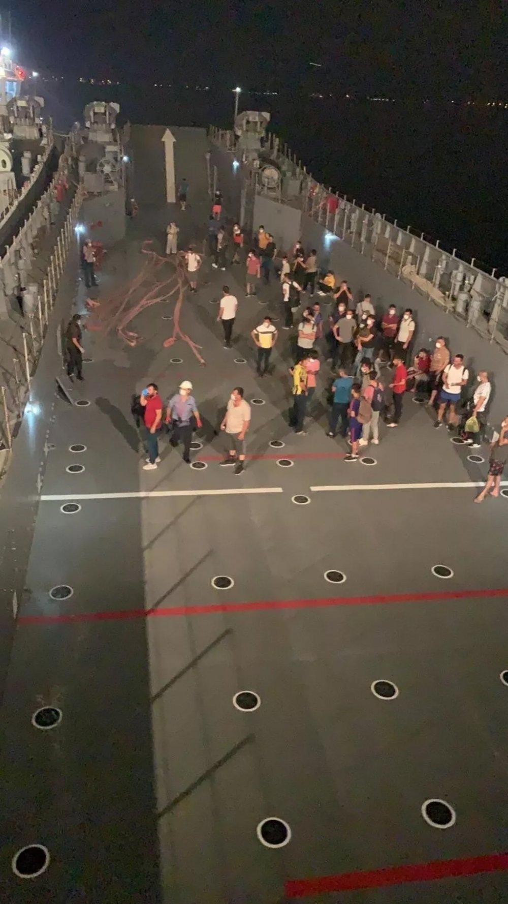 SON DAKİKA   Milli Savunma Bakanlığı: Milas'ta vatandaşlar çıkarma gemileriyle tahliye edildi