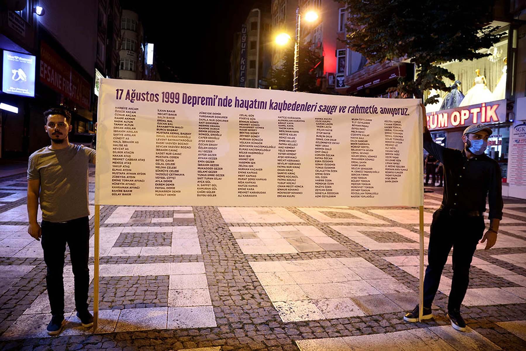 17 Ağustos 1999 Marmara Depreminin üzerinden 22 yıl geçti! Hayatını kaybedenler törenlerle anıldı