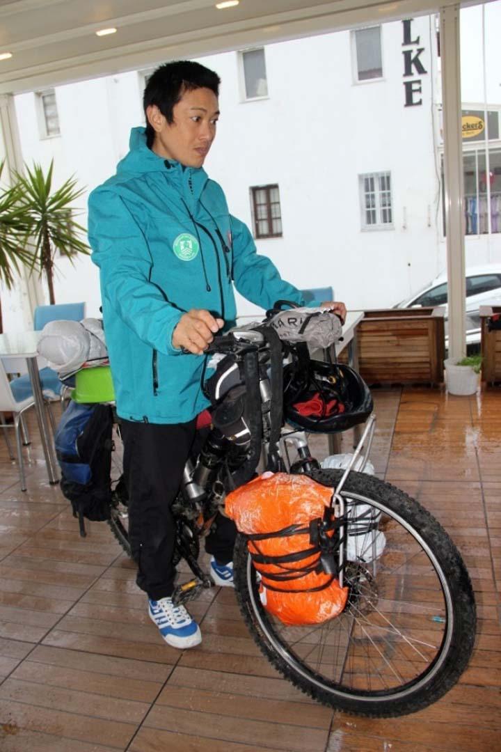 japon-turist-9-yildir-bisikletle-dunyayi-geziyor-01514568426.jpg