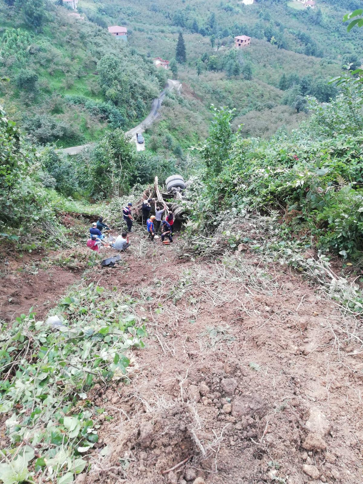 Trabzon'da feci kaza! Beton mikseriyle uçuruma yuvarlandı! Sıkıştığı yerde hayatını kaybetti!