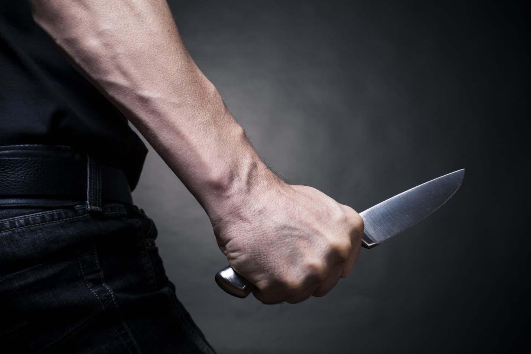 Fransa'da korkunç cinayet! Canice katledildi! 100 kere bıçakladılar, betona bağlayıp göle attılar
