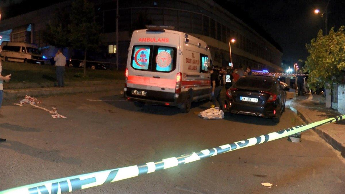 Küçükçekmece'de esrarengiz olay! Otomobilin içerisinde ceset bulundu!