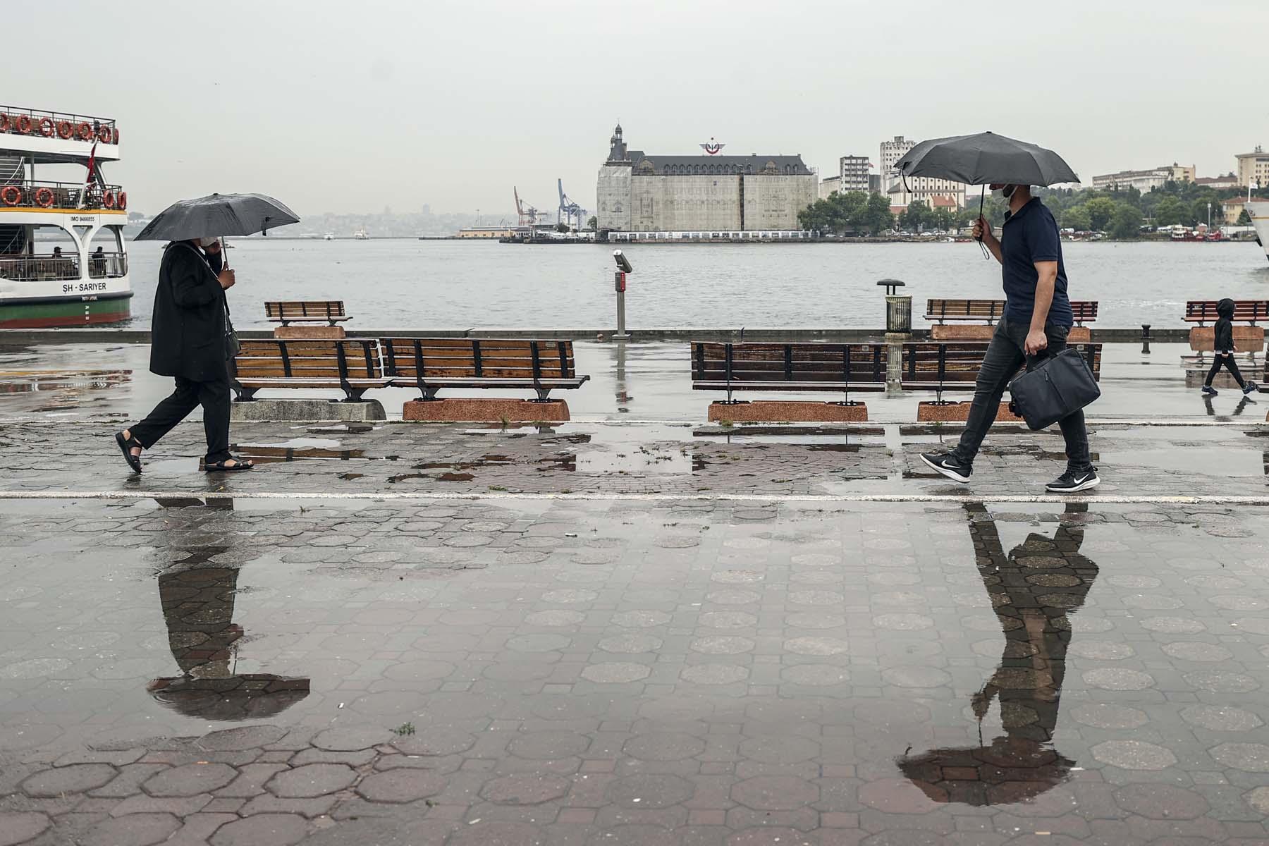Son dakika | AKOM'dan uyarı üstüne uyarı! Sağanak yağışlar İstanbul'u fena vuracak: Sel, su baskını ve kuvvetli rüzgara dikkat!