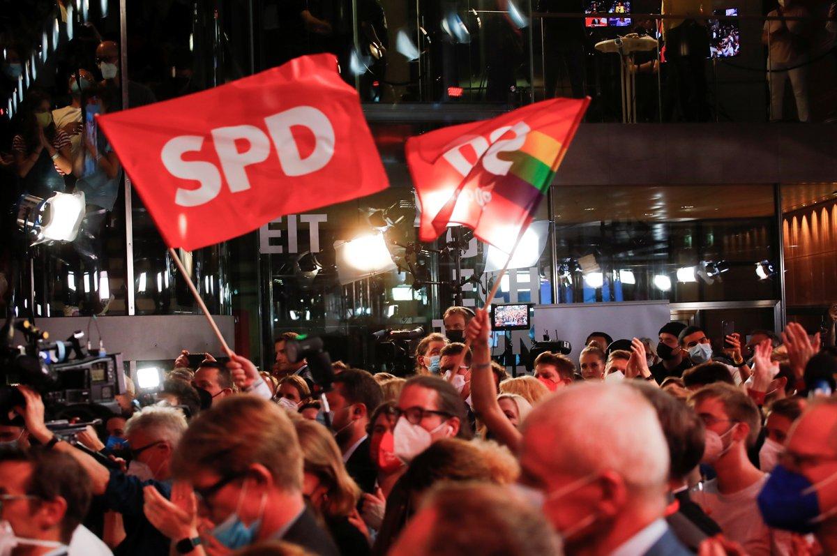 Almanya'daki seçimlerde istikrar! Kazanan; Euro, emekliler ve Türkiye oldu!