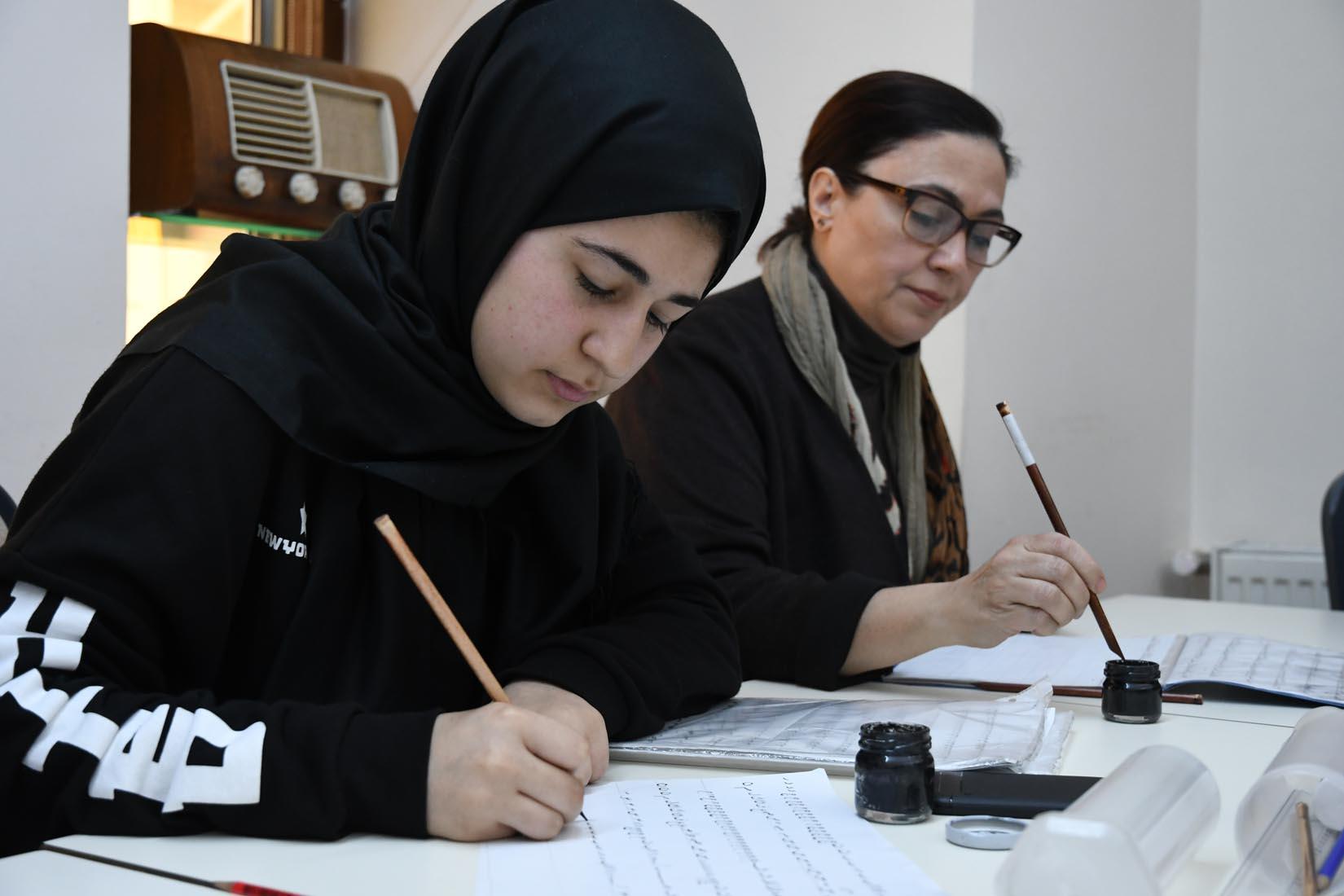 Pendik Belediyesi kursları başlattı; ilk kez seramik, kanun ve kaligrafi baranşlarında kurs veriliyor