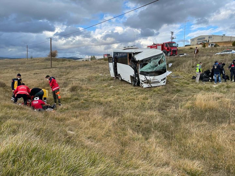 Kastamonu'da polisleri taşıyan araç devrildi! 12 polis yaralı