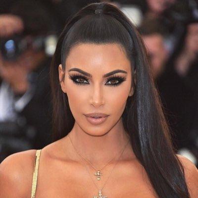 Kim Kardashian'ın mayokinisi tüm dikkatleri çekti