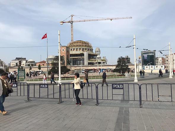 Taksim'de Eylem Yapacak CHP'lilere TOMA Sürprizi