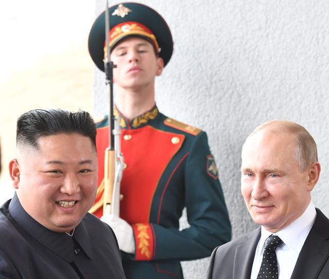 Dünyanın gözü burada! Vladimir Putin ve Kim Jong-un ilk kez bir arada