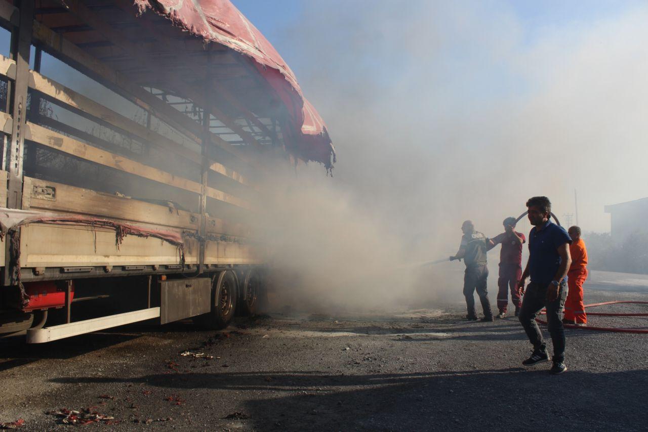 Gebze'de korkutan yangın! Alevler ve patlama sesleri geliyor