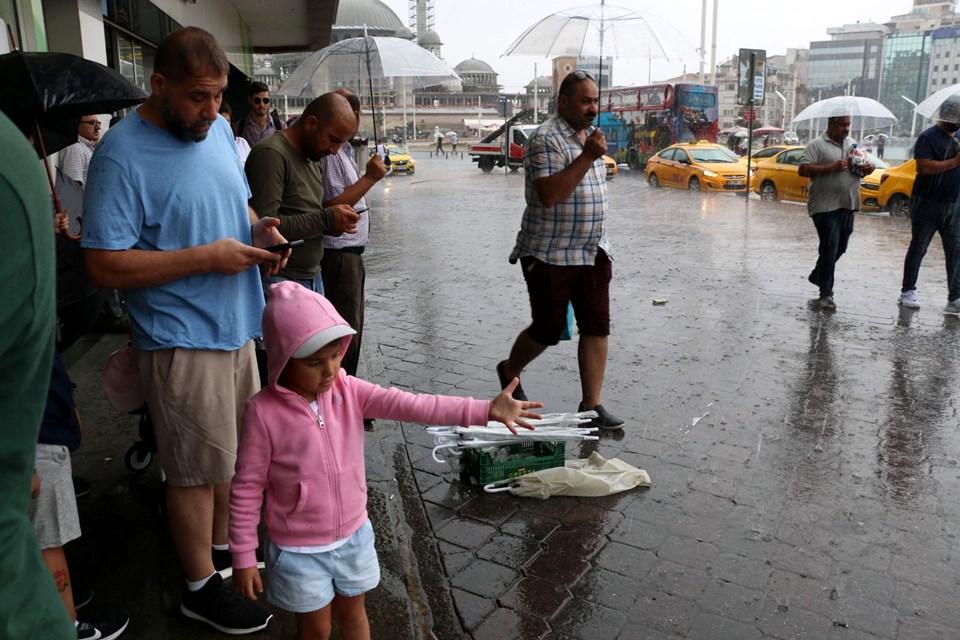 İstanbul yağışa teslim oldu! Yağış akşam saatlerine kadar devam edecek