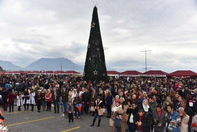 Noel pazarındaki dostluk ve hoşgörü dünyaya bir kez daha örnek oldu