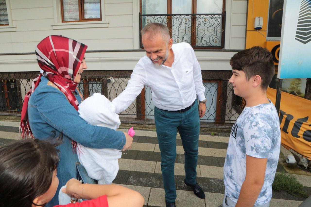 """Başkan Poyraz """"Hoş Geldin Bebek"""" ziyaretlerine devam ediyor"""