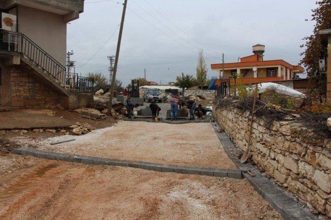 Hani'nin kırsal mahallelerinde yol yapım çalışması sürüyor