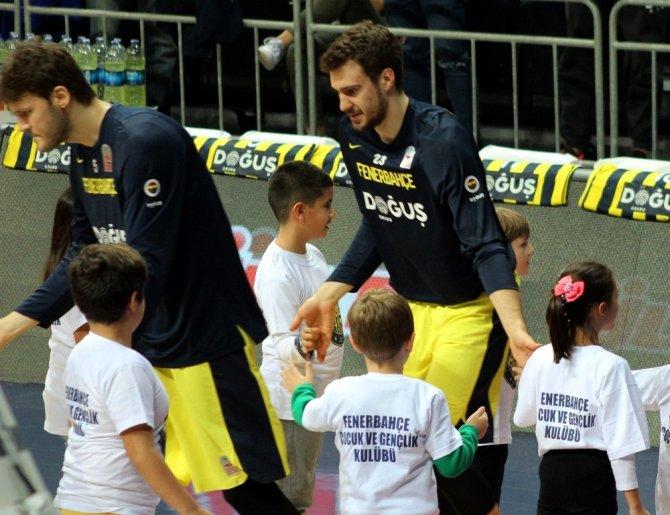 Fenerbahçe çocuklarla sahaya çıktı
