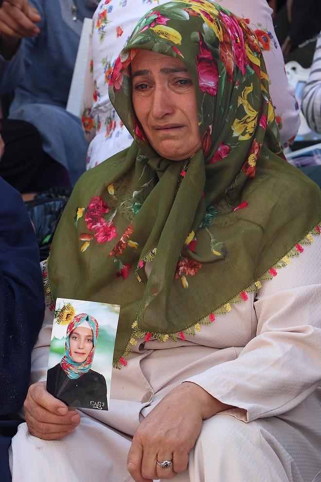 HDP önündeki tarihi eylem güç geçtikçe büyüyor: 9 günde 23 aile katıldı