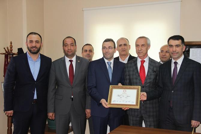 Pendik Belediye Başkanı Ahmet Cin mazbatasını aldı